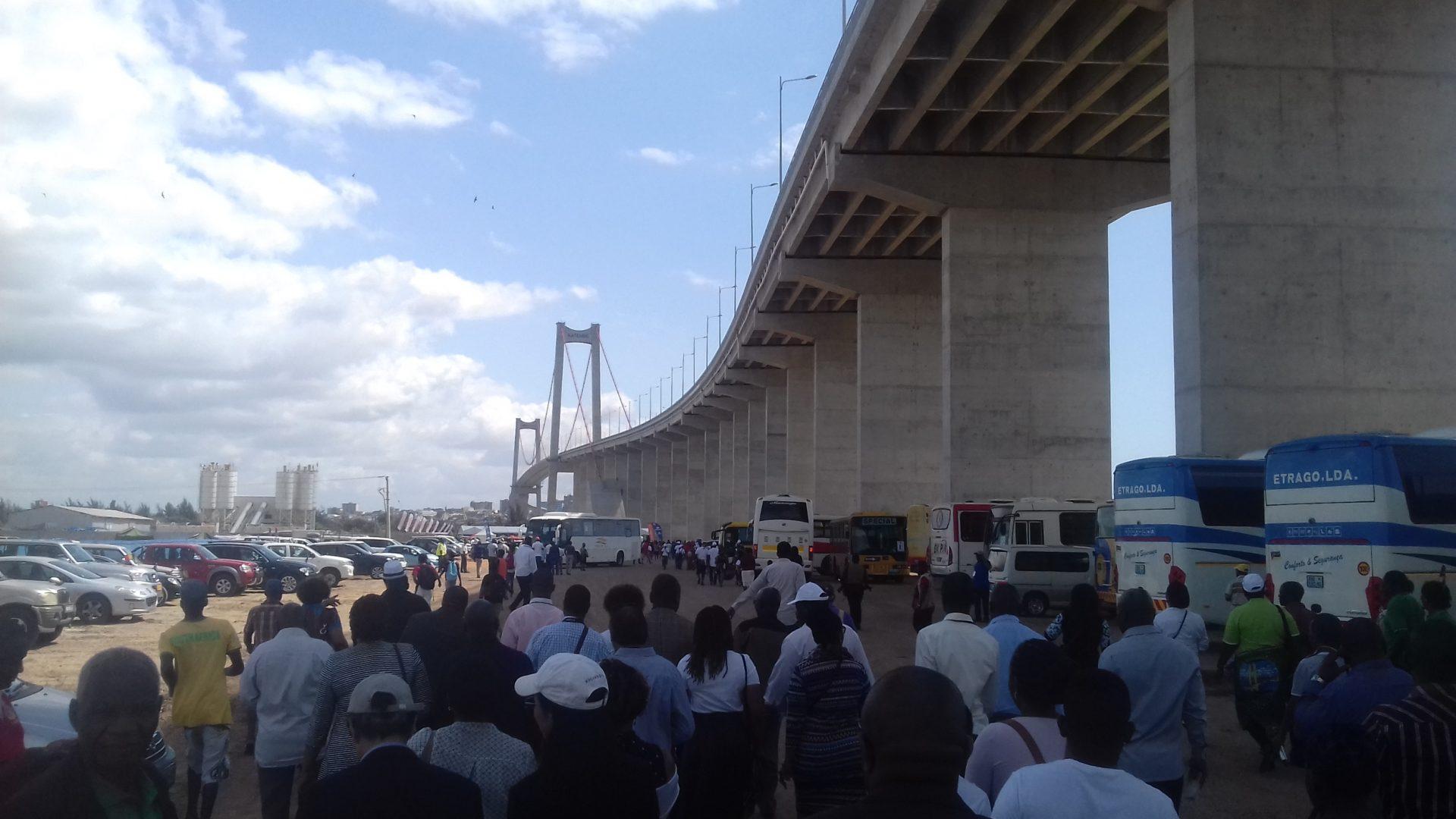 Mosambiks neue, von China finanzierte Maputo-KaTembe-Brücke, die längste in Afrika, beinhaltet hohe Mautgebühren 3