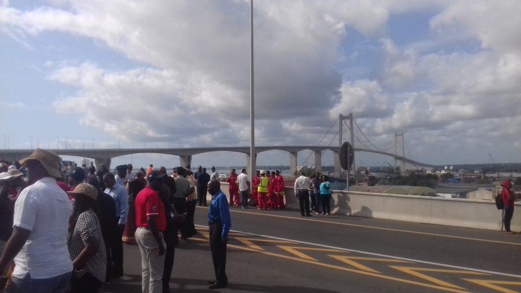 Mosambiks neue, von China finanzierte Maputo-KaTembe-Brücke, die längste in Afrika, beinhaltet hohe Mautgebühren 5